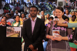 Sr y Sra Emmanuel Joshua Peter