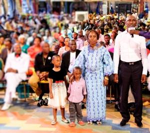 El Sr. Okechukwu Davies y su Familia