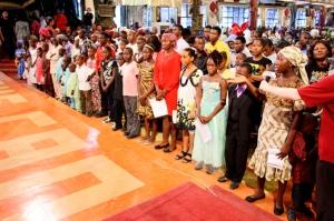 Beneficiarios del Programa de Becas de La SCOAN agradeciéndole a Dios por su provisión.
