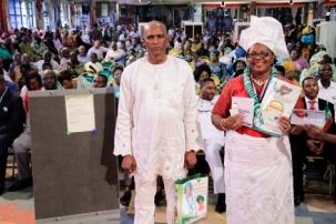 La Sra. Nweke y su esposo